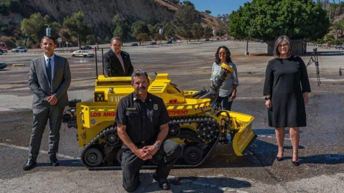 Пожарный отдел в Лос-Анджелесе приобрел робота-пожарника для работы