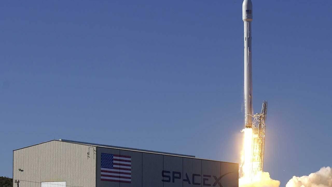 Falcon 9 вывела наорбиту еще 60 спутников Starlink