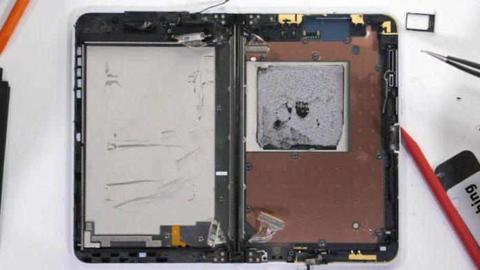 Смартфон Surface Duo удивил своим расположением комплектующих