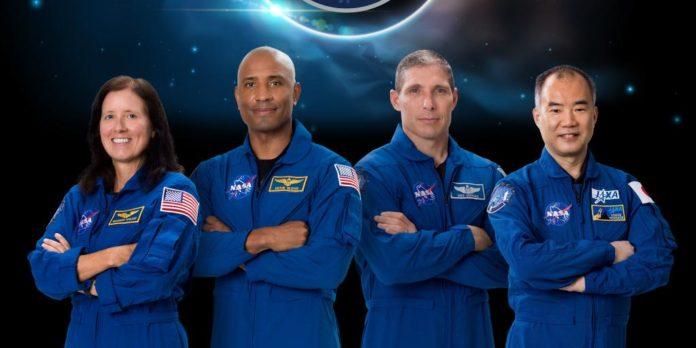 НАСА отложила запуск миссии Crew-1 на воскресенье