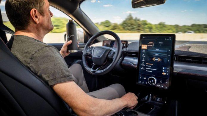 Ford рассказал о добавлении системы Active Drive Assist в свои новые модели