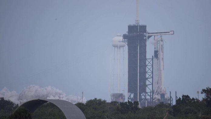 SpaceX и НАСА успешно стартовали проект Crew-1