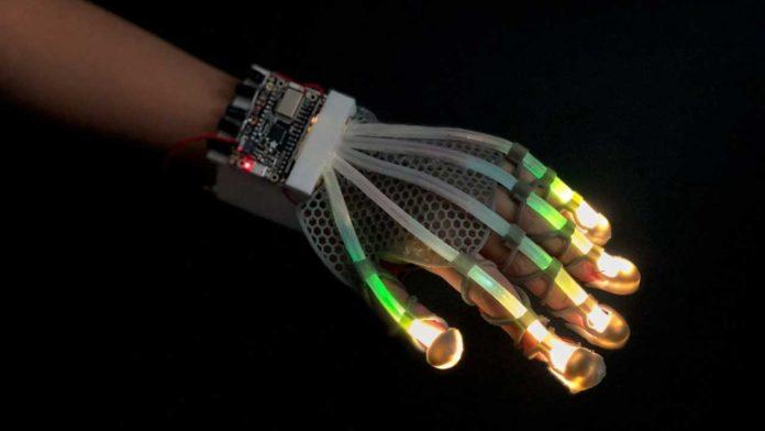 Робототехники из Корнуэлла создали необычную робото-перчатку