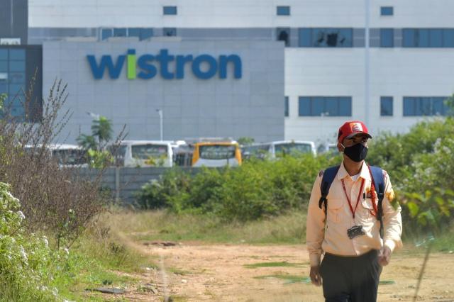 Apple отказалась от услуг завода Wistron