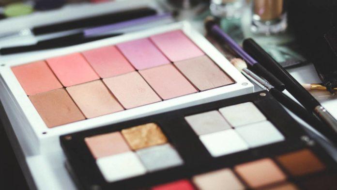 Google внедряет необычные AR-чипы для онлайн-примерки макияжа