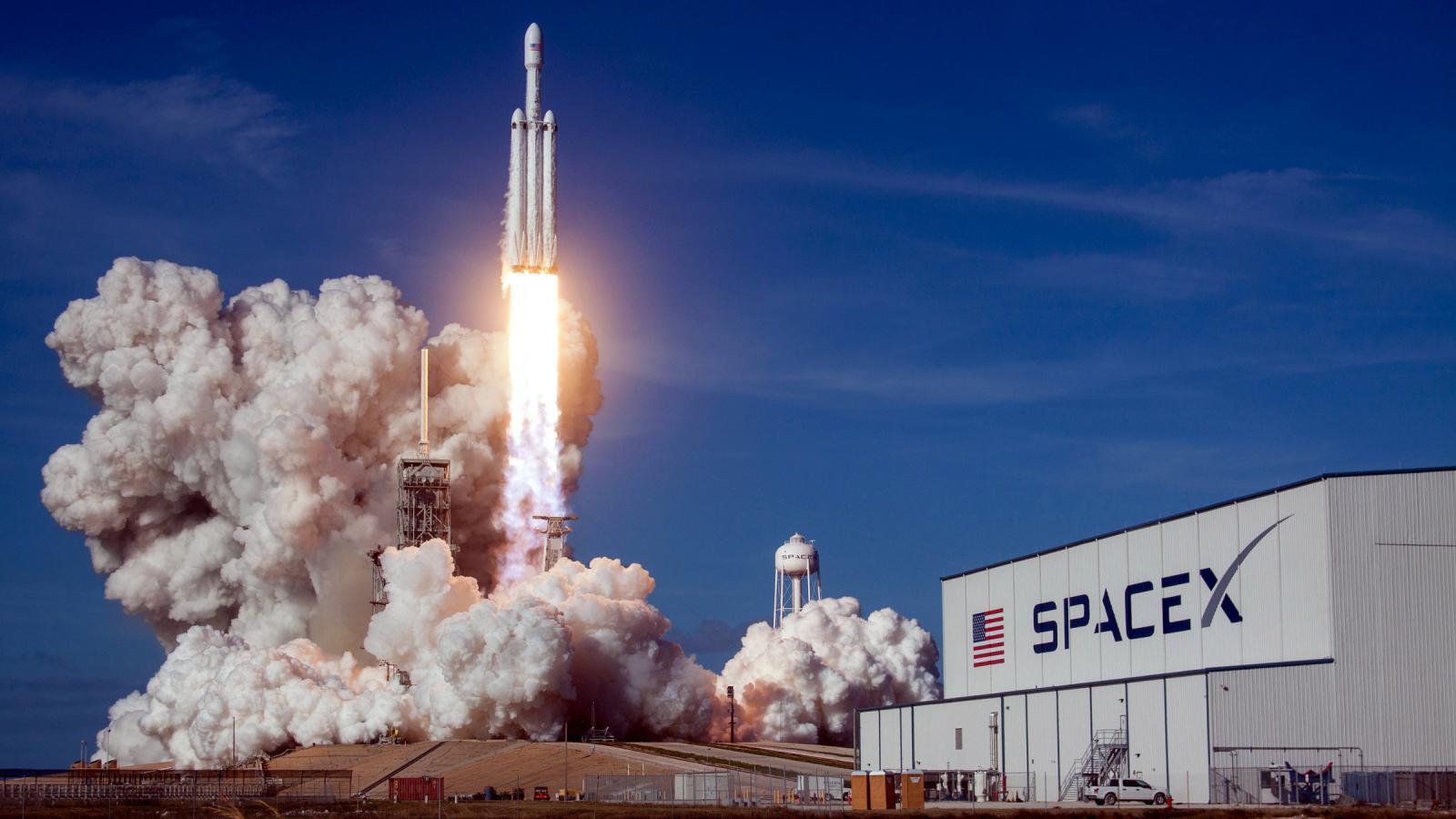 Ракета SpaceX с североамериканским спутником радиовещания благополучно стартовала