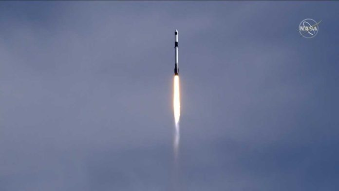 SpaceX успешно запустил новый шаттл Cargo Dragon