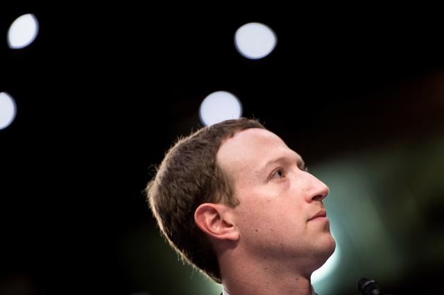 Марк Цукерберг собирается регулировать политический контент